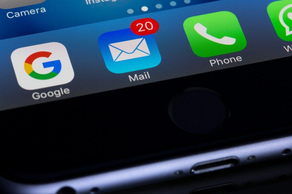 disparo de e-mails em massa para divulgar novidades durante crise do coronavírus