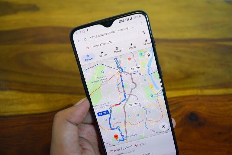 entrega de produtos endereço imagem mostra celular com google maps aberto