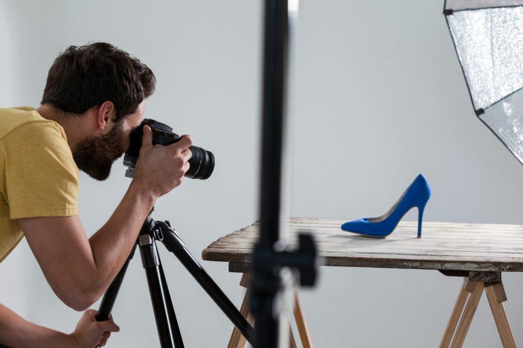 Caprichar nas fotos dos produtos da sua loja virtual é muito mais do que um detalhe, é uma estratégia de como vender no marketplace e se destacar dos concorrentes (Foto: Adobe Stock)