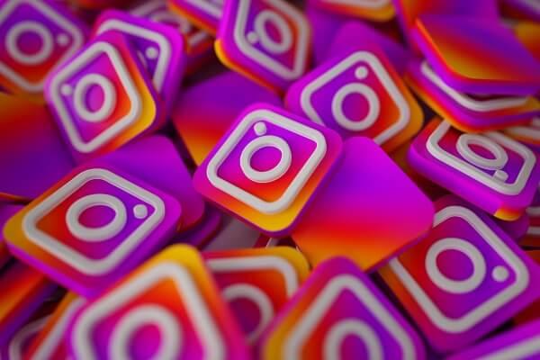 imagem mostra logos do instagram