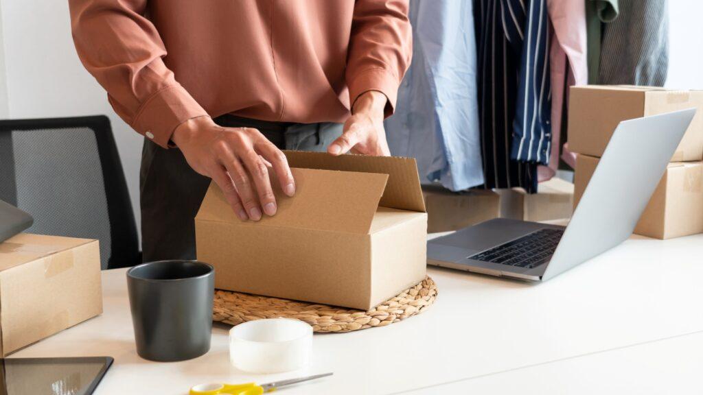 Entender como calcular frete é importante pois parte das desistências de compra no e-commerce são motivadas pelo valor da entrega. (Foto: Freepik)